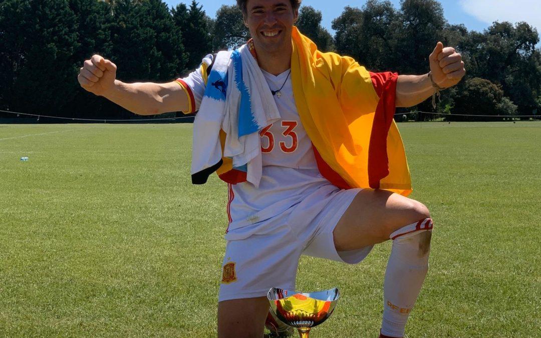 Rafael Bescansa se proclama campeón del mundo de fútbol en Argentina con la selección española de notarios
